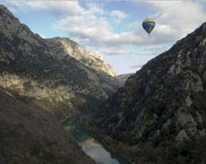 A breathtaking hot-balloon ride over the magnificent landscapes in the Uzège region