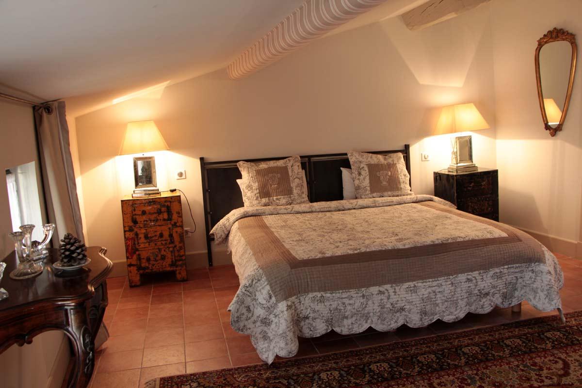 chambres hotes chambre lit double 2 hostellerie proven ale restaurant la parenth se uz s. Black Bedroom Furniture Sets. Home Design Ideas